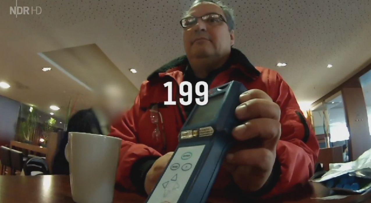 Sorgloser Umgang mit Hygiene in der Gastronomie - Aktuelle Gastro-Reportage bei HOTELIER TV: http://www.hoteliertv.net/gastronomie/sorgloser-umgang-mit-hygiene-in-der-gastronomie