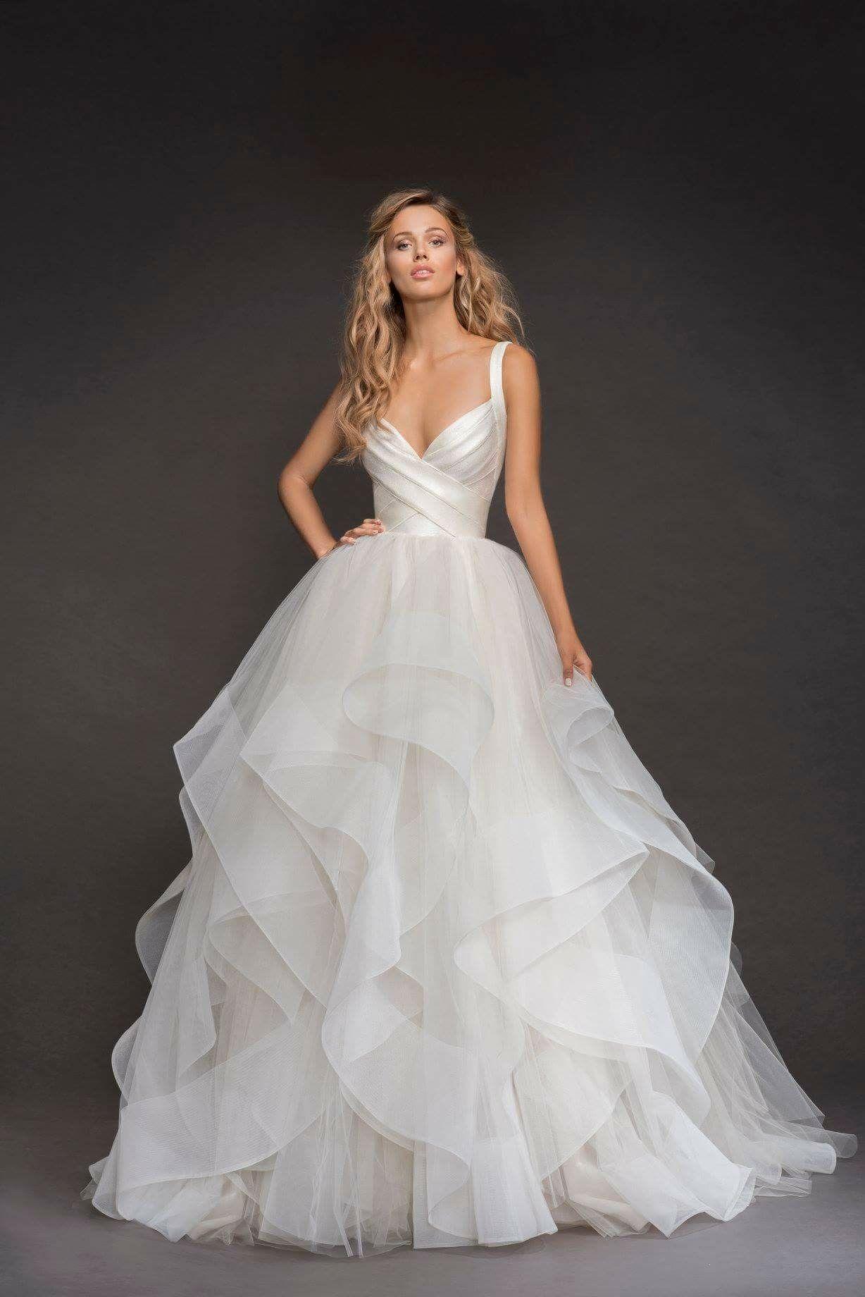 Volants aus Organza machen dieses Hochzeitskleid zum besonderen ...