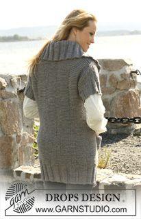"""Pitkä DROPS takki lyhyillä hihoilla ja palmikoilla """"Alaska""""-langasta. Koot XS-XXXL. ~ DROPS Design"""