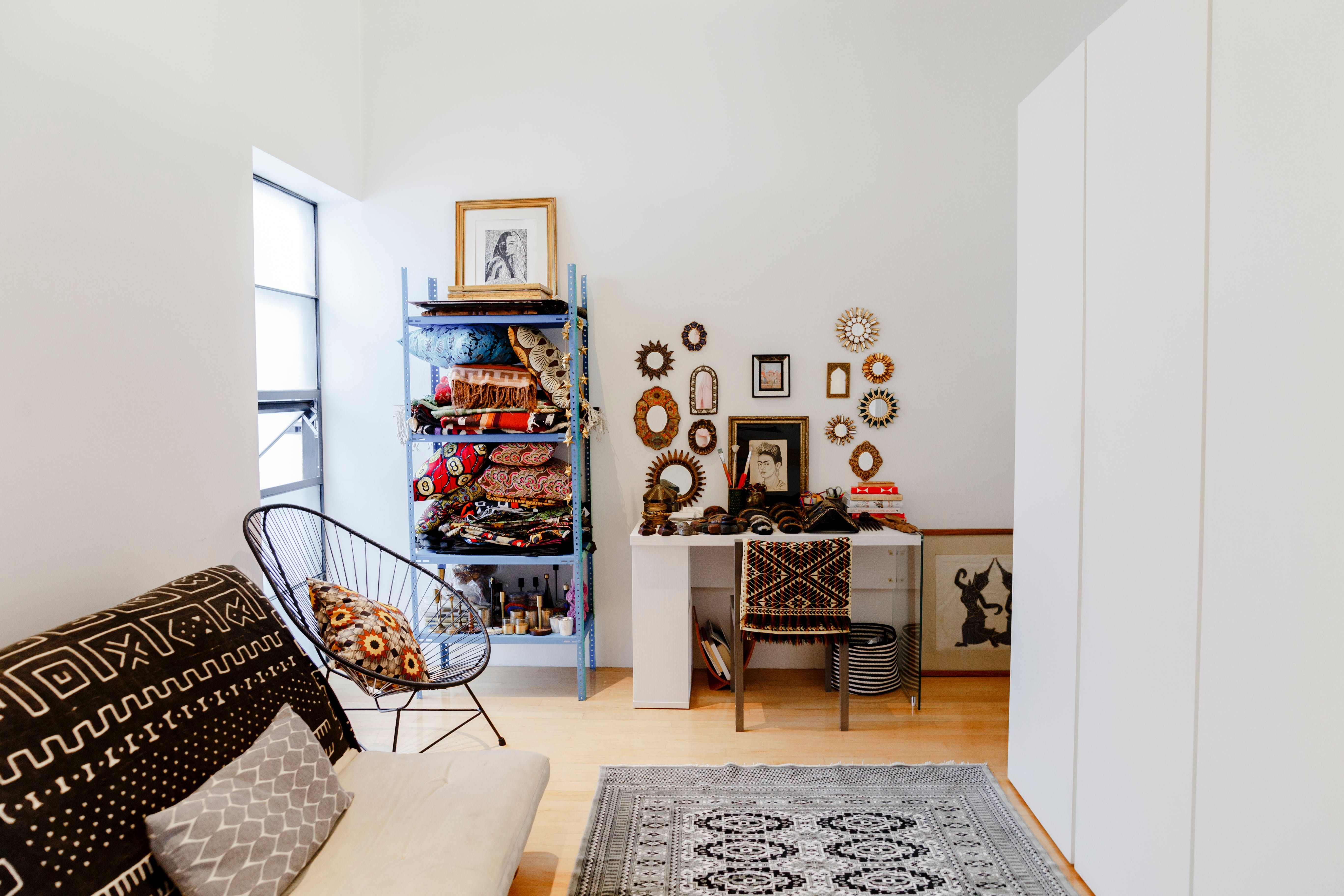 A Gorgeous Globally Eclectic Mexico City Rental Apartment Home Decor Contemporary Decor Living Room Renters Decorating