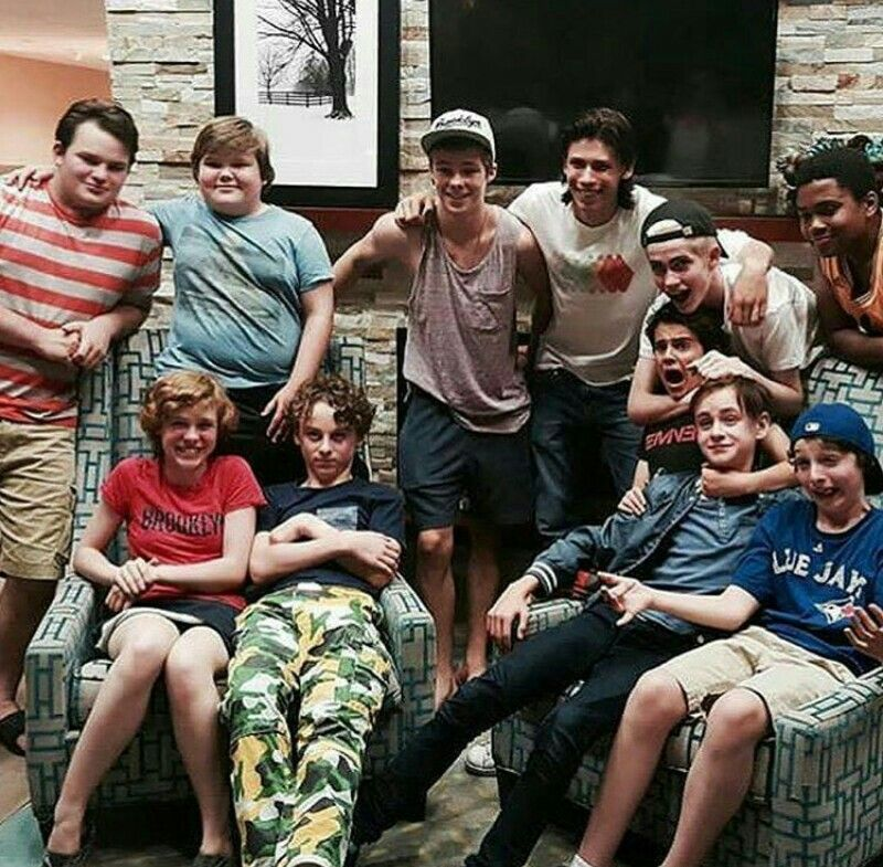 Pin By Savannah Tretter On It It The Clown Movie It Movie Cast National Best Friend Day
