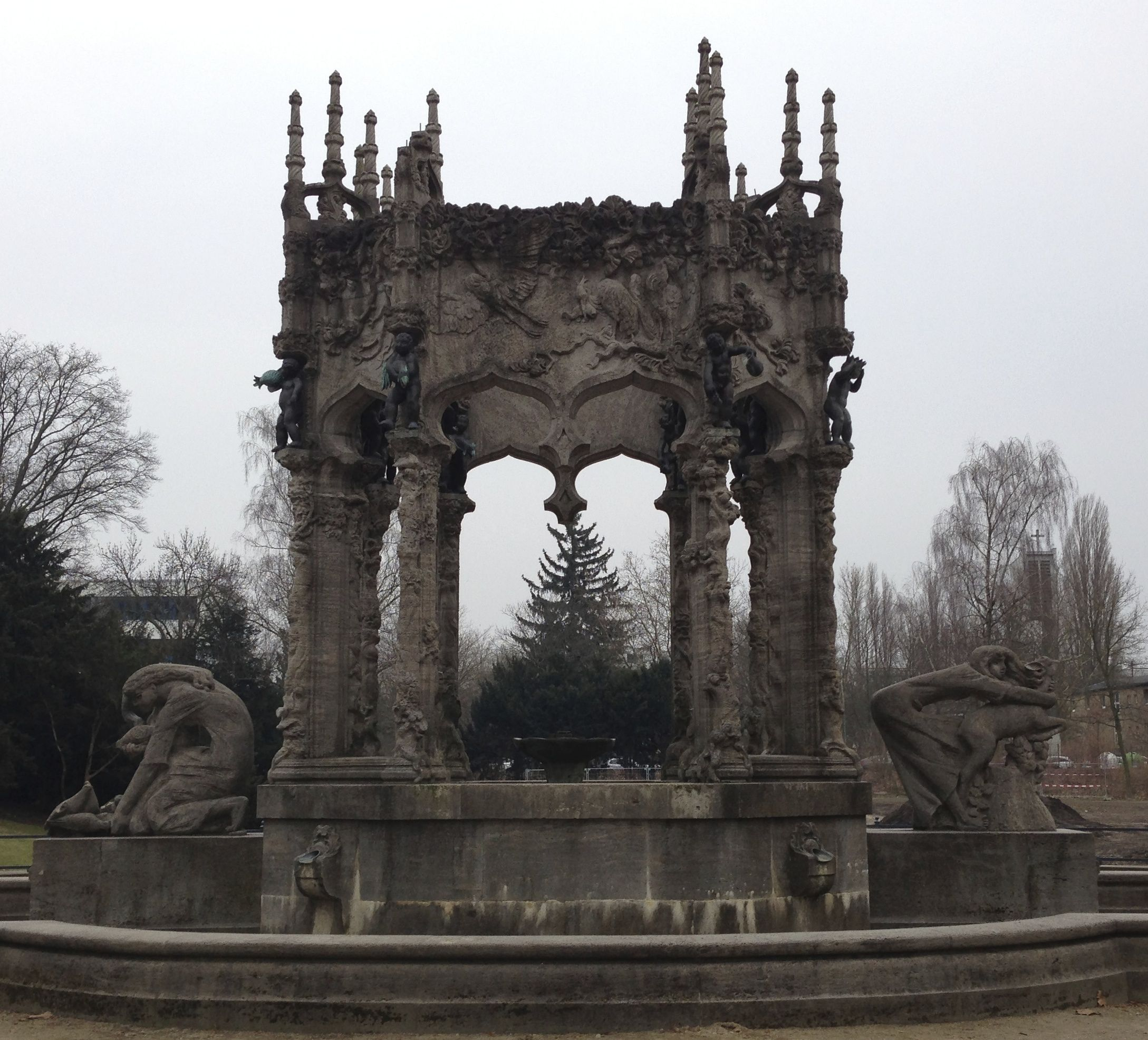 Brunnen Im Schulenburgpark In Berlin Neukolln Berlin Pictures