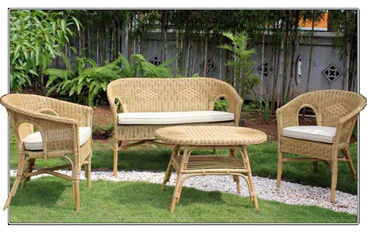 Conjunto de mobiliario exterior fabricado de rattan for Mobiliario jardin rattan