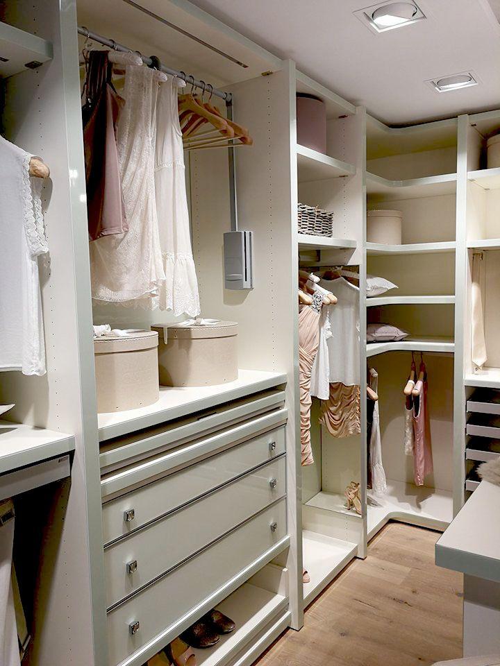 Einbauschrank nach Maß   Begehbarer kleiderschrank, Ankleidezimmer design, Kleiderschrank