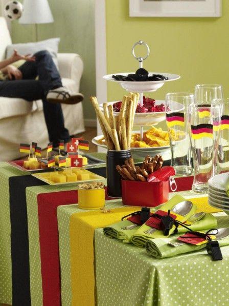buffettisch zur fu ballparty essen trinken pinterest fu ball snacks und richtiger. Black Bedroom Furniture Sets. Home Design Ideas