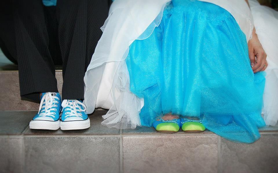2efb3c799d71 brooke-joana-real-lesbian-beach-wedding -florida-shoes-converse-blue-aqua-turquoise-flats-tulle
