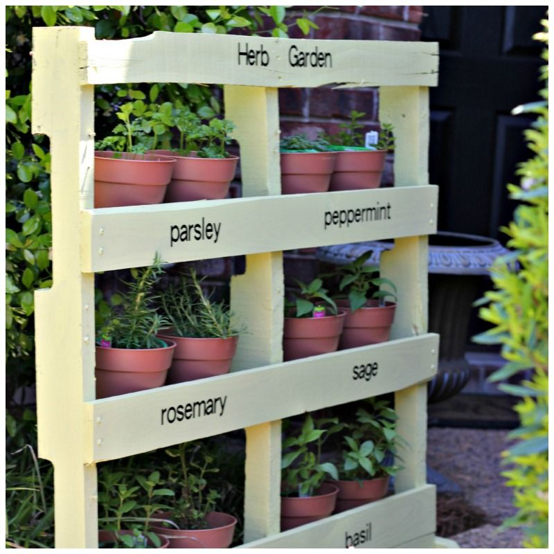 Awesome Pallet Projects like this are easy to do and unique. This would be perfect for a small home or apartment.