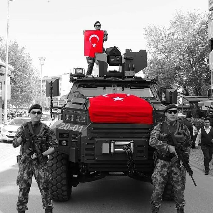 POLİS ÖZEL HAREKAT🇹🇷 . . _____________________________ Paylaşımlarda kaynak belirtiniz🇹🇷 . . #jöh #pöh #birilerivar #bordobereliler #polis…