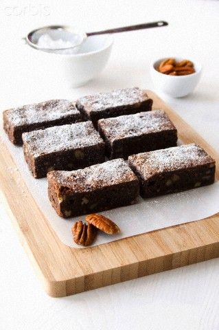 Pecan brownies with icing sugar