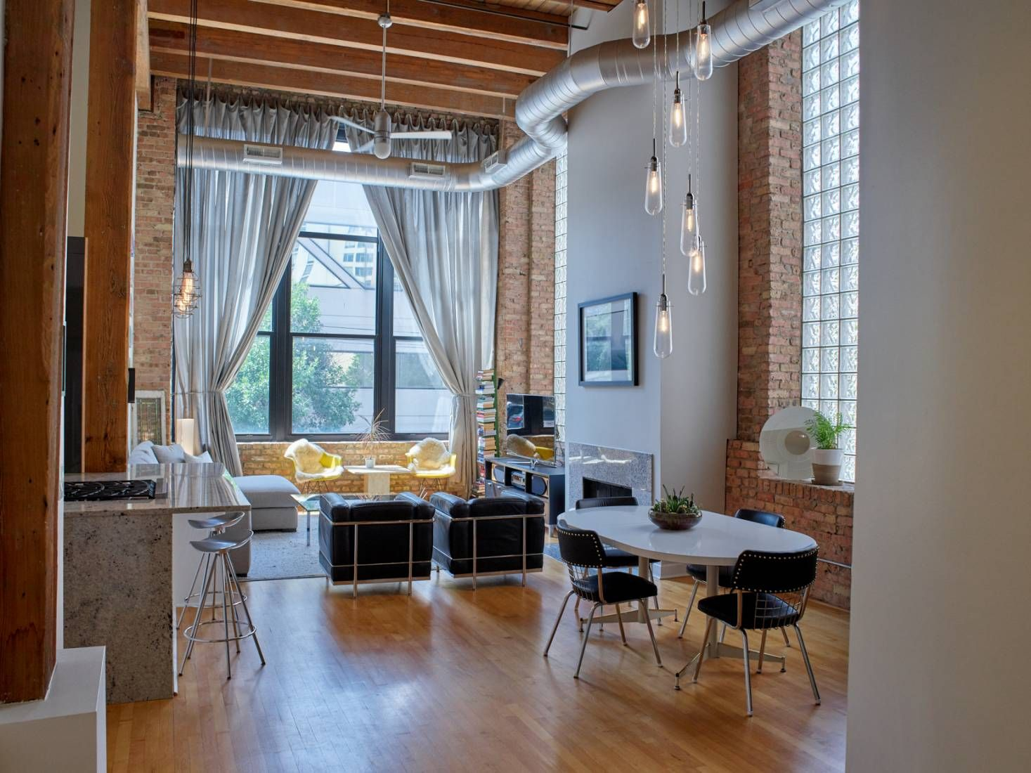 Spacious And Dreamy Timber Loft Apartment In The West Loop Neighborhood Of Chicago With Exposed Brick Exposed Duct W Loft Spaces Lofts For Rent Loft Apartment