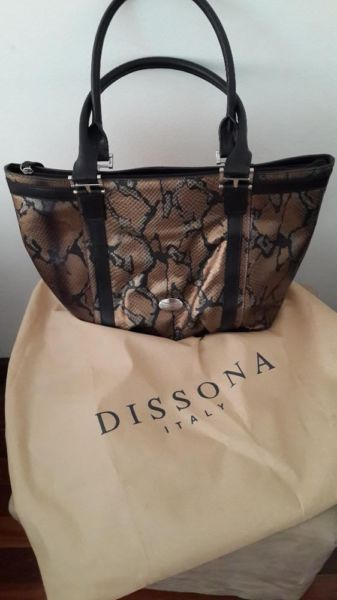 Brand New Never Been Used Dissona Genuine Leather Italian Handbag Worth R2500 00 Ing It For R1800