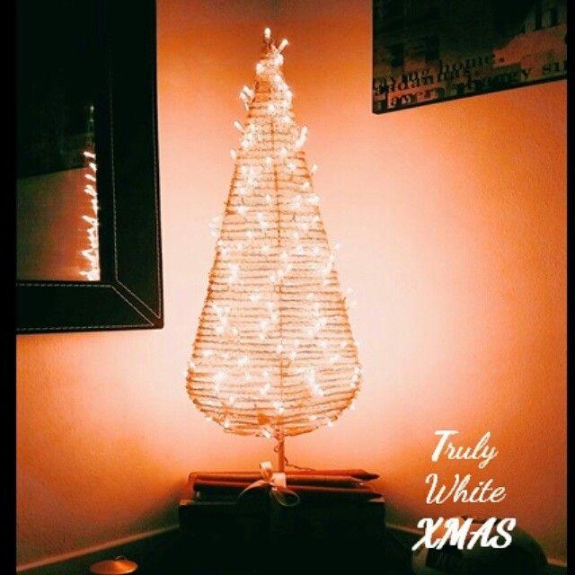 #christmas  #xmas #xmastree #light #love #sothisischristmas #xmaslist #makeawish #merrychristmas #behappy #family #homesweethome #trulywhite #trulywhitechristmas