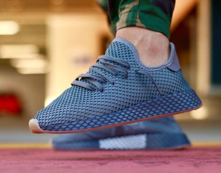 low priced 9b1bc fecac Chaussure Adidas Deerupt Runner gris foncé Grey Three Four on feet CQ2627  (2)