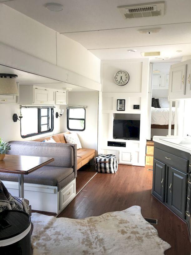 pingl par decoria sur bathroom decorating ideas pinterest caravane campeur et r novation. Black Bedroom Furniture Sets. Home Design Ideas