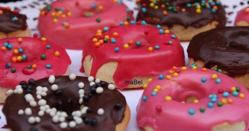 Después del glaseado, me faltaba poner la masa de los donuts o rosquillas. También voy a explicar por qué las masas al estirarlas se nos ach...