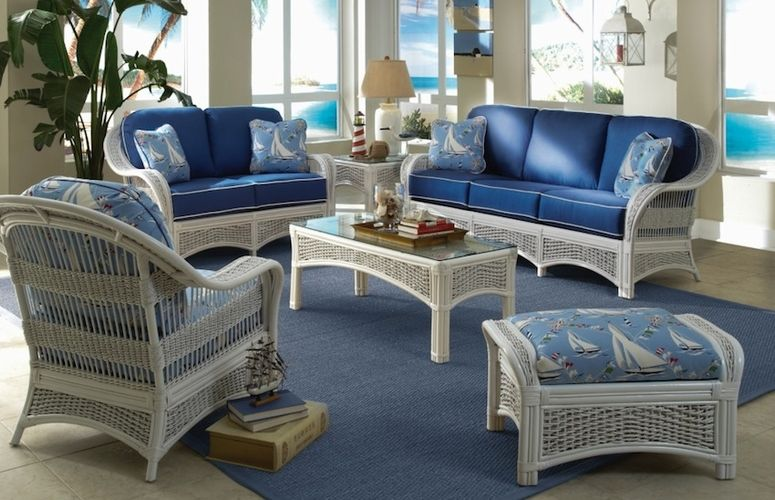 So you have just found a fantastic new wicker furniture set and you are in love with it. You just need a little hand selecting a fabric that works with the furniture style and blends with your decor. Thankfully, there are literally hundreds of different fabrics you can choose from to make your new wicker furniture all you want it to be. Wicker Paradise have developed a list of 3 quick tips to help you choose the right fabrics to help you make your furniture absolutely fabulous.