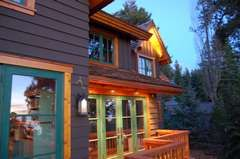 Mountain Paint Colors Are Natural Color Schemes For Mountain Houses Lodges Cabin Exterior Paint Colors For House Exterior House Colors House Paint Exterior