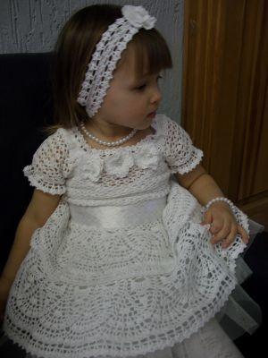 Открываем он-лайн темку по вязанию вот этого красивого платьица.  У Наташи просто начтоящий талант и все ее платья - шедевры Но это мне нравится больше всего.
