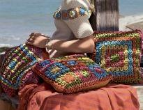 Схема и описание вязания крючком напольной подушки из мотивов из журнала «Diana Креатив» №9/2015