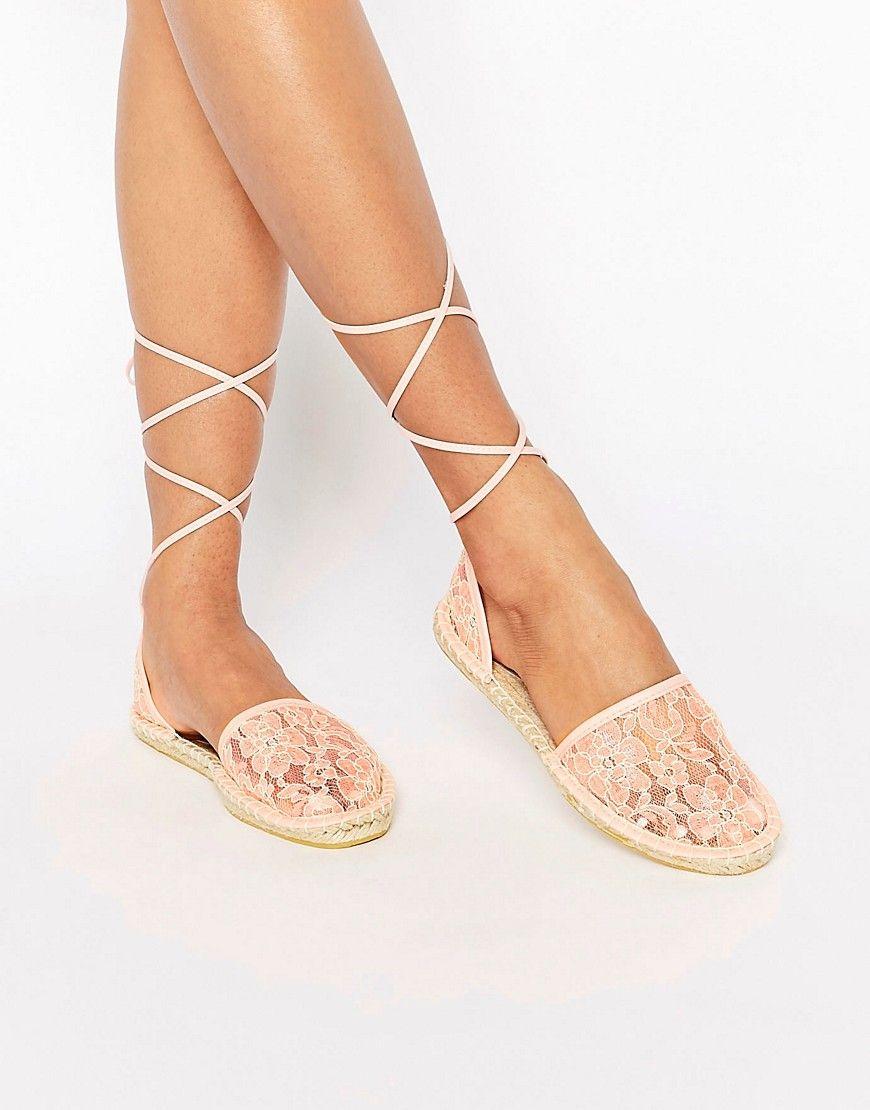 Imagen 1 de Alpargatas con cordones anudados a la pierna JULIET de ASOS
