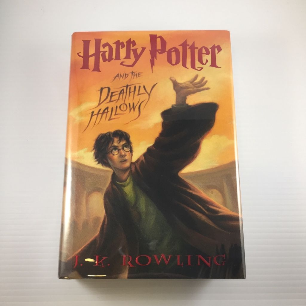 Harry Potter And The Deathly Hallows By J K Rowling 1st Us 1st Deathly Hallows Book Harry Potter Harry Potter 07