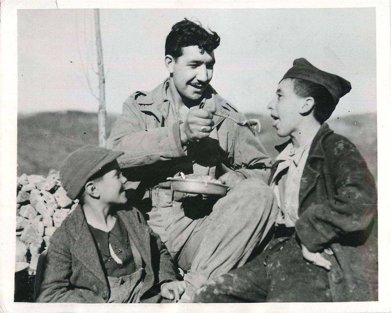 1944 U S Soldier Shares His Chow With Two Young Italian Boys Army Soldier Infantry Wwii