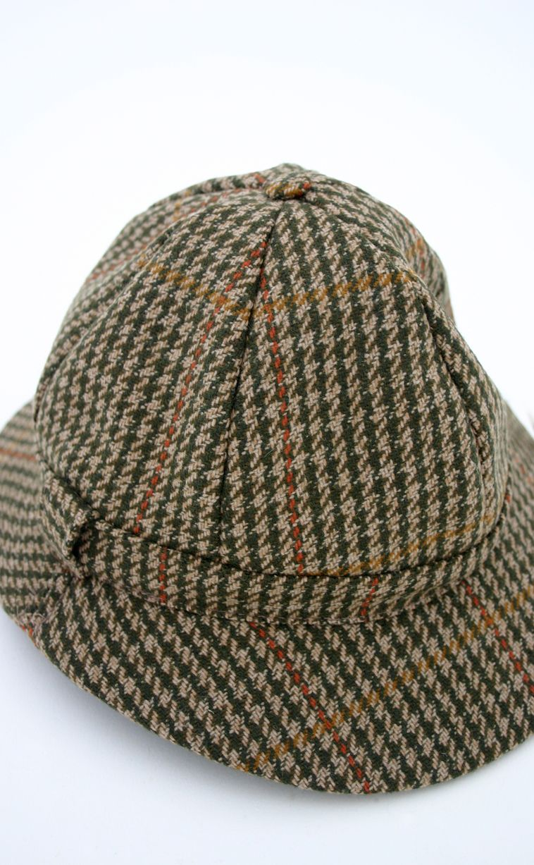 bf61359ff35 A ghilly hat (such as Nellie Bly wore) does not have the ear flaps that  Sherlock Holmes s deerstalker hat sports. it has two brims like the  deerstalker