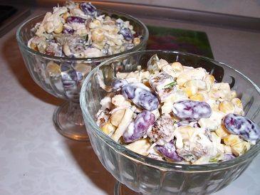 Салат с курицей и сухариками, сытно и вкусно