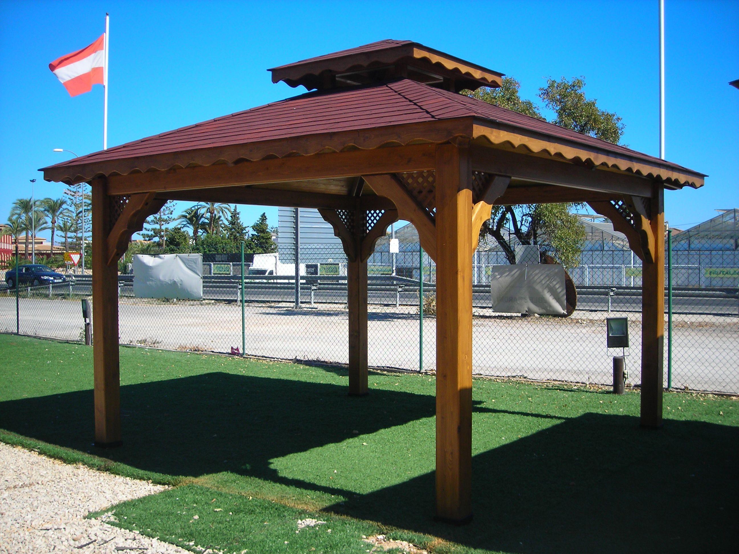 Cenador a cuatro aguas con tegola y techo ventilaci n for Tejados de madera a cuatro aguas
