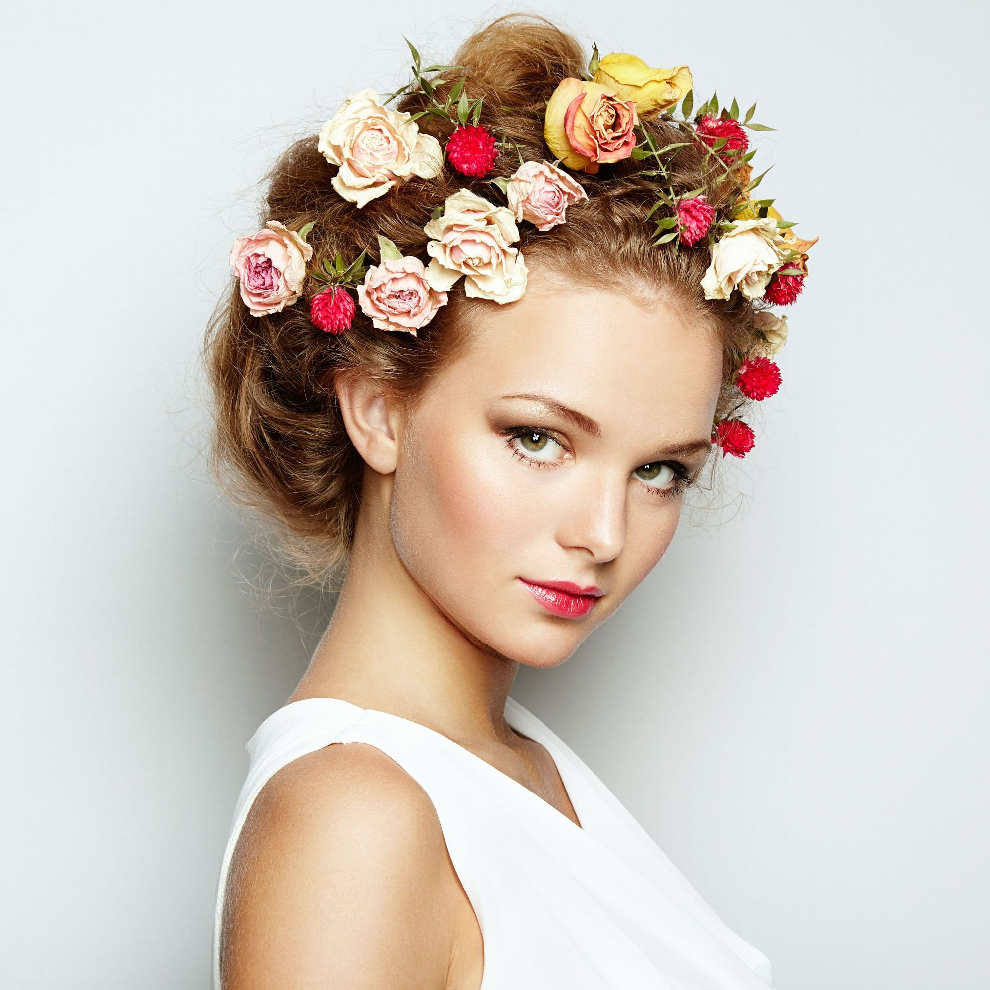 Beautiful woman with flowers perfect face skin beauty portrait beautiful woman with flowers perfect face skin beauty portrait fashion photo izmirmasajfo