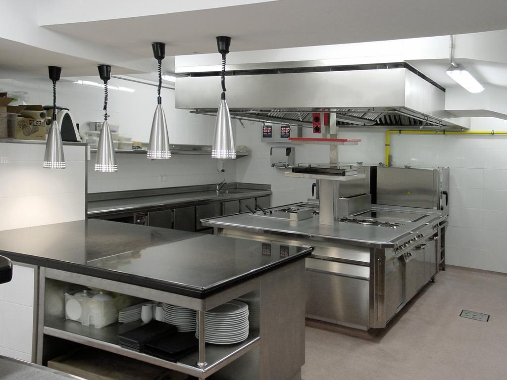 Resultado de imagen para cocinas de restaurantes peque os for Planos cocinas modernas