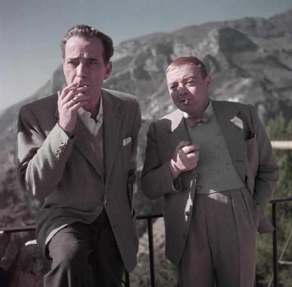 "Robert Capa, Humphrey Bogart et Peter Lorre sur le plateau de ""Plus fort que le diable"", Ravello, Italie, avril 1953, International Center of Photography, New York"