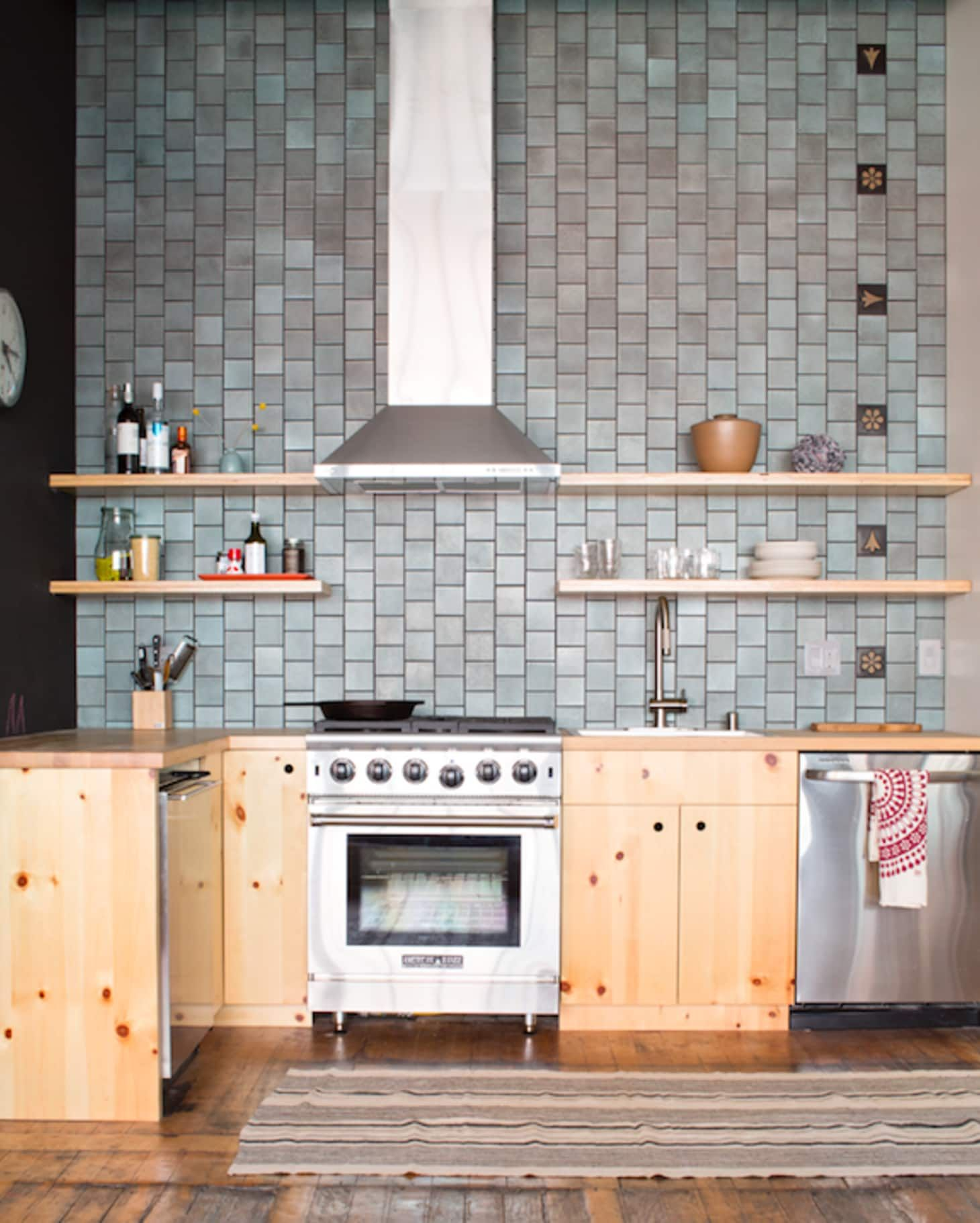 14 Unexpected Kitchen Backsplashes We Can T Get Enough Of