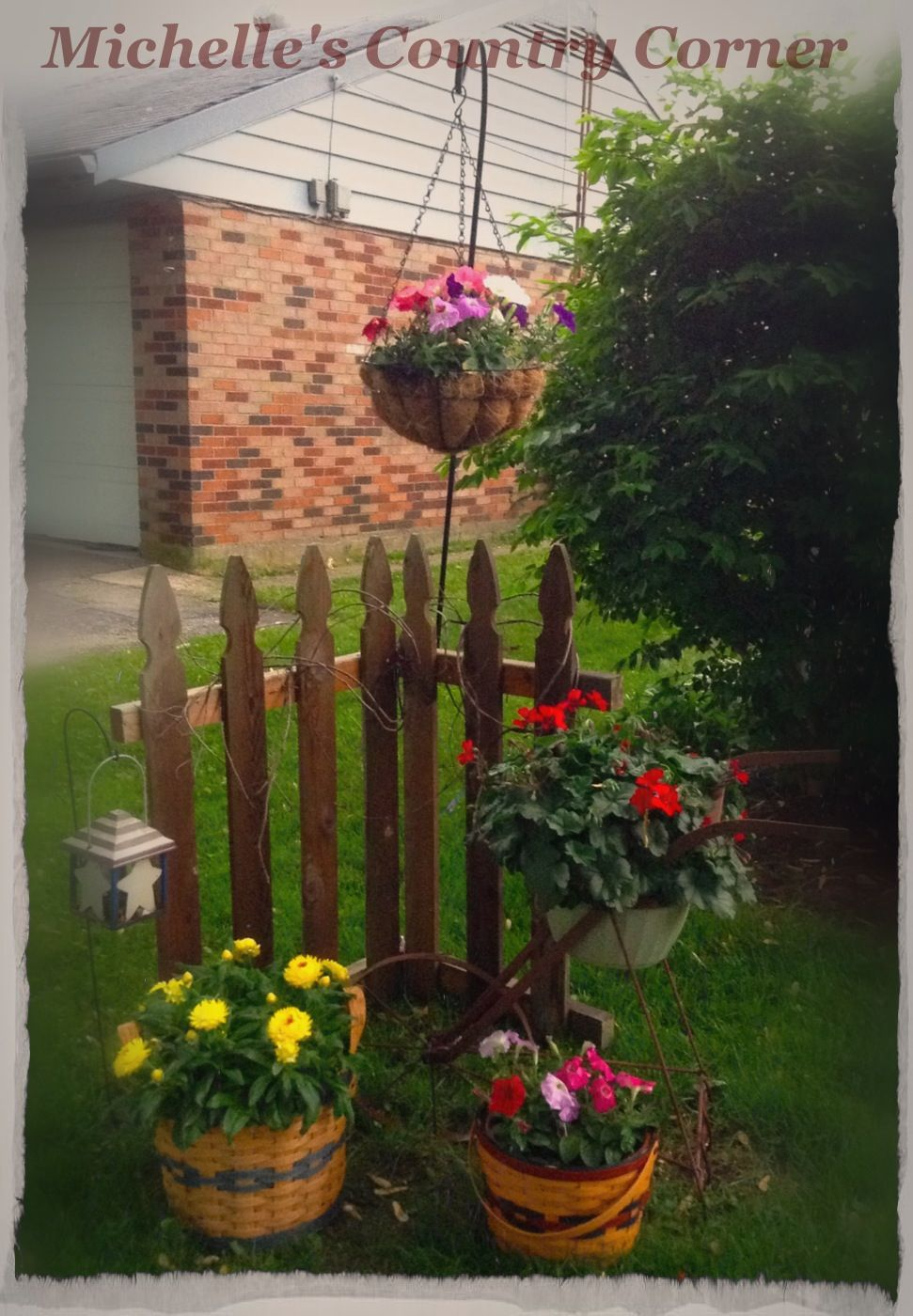 Mini partial fence to segregate the yard with side yard   Outdoor ...