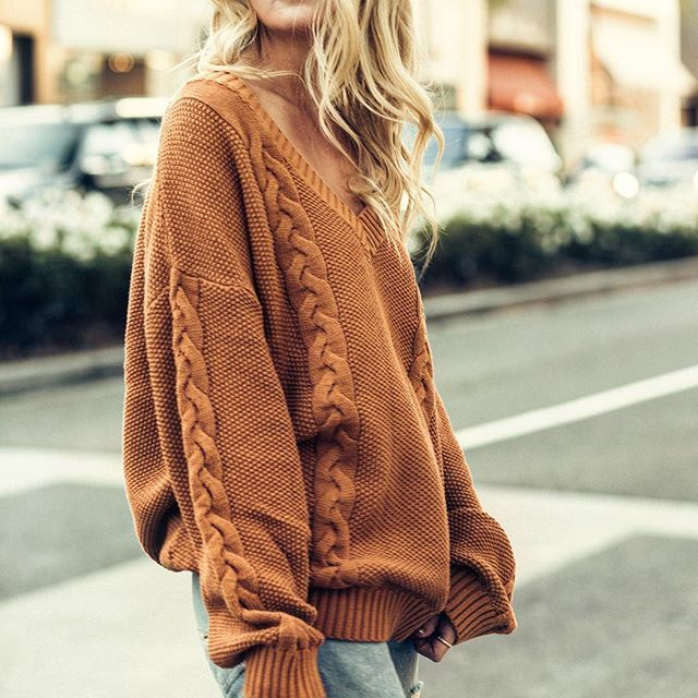 Running through our day in the Under The Tucson Sun Sweater. The best seller is back for you babes and is so freaking cozy!   Shop the look via bio >> #shop12thtribe #12thtribevibes