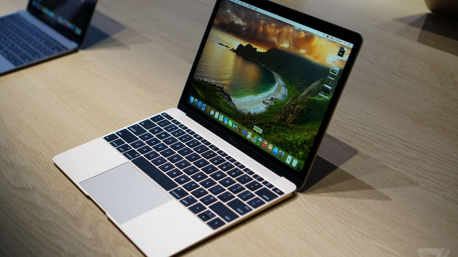 Hands On With The New 12 Inch Macbook With Retina Display Macbook Macbook Retina Apple Laptop