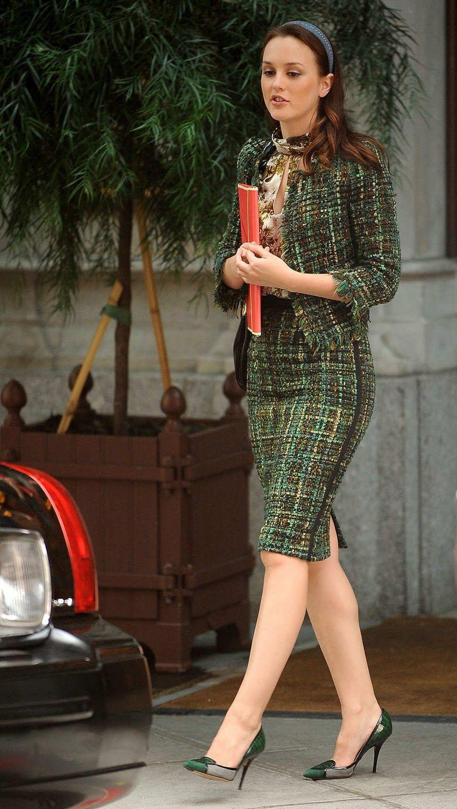Skirt suits, uniforms, amazing dresses... Abiti chic