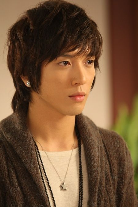 Jung Yong Hwa (Kang Shin Woo on You're Beautiful)