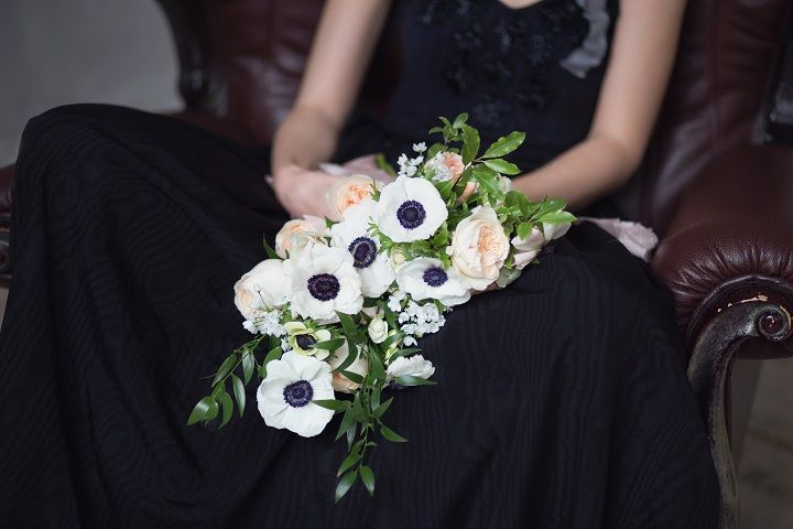 Black wedding gown + black and white anemone wedding bouquet | fabmood.com #wedding #weddingbouquet #anemone #winter #weddingblog