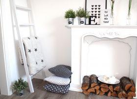 Kamin kaminkonsole kamin home decor home und living for Dachgeschosswohnung dekorieren