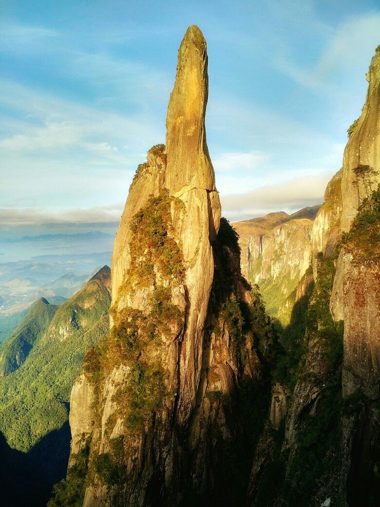 Devil's Needle ( Agulha do Diabo). Parque Nacional Serra dos Orgãos.  Photo: Marco Chasles