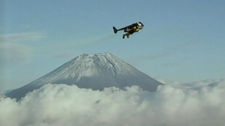 'Jetman' takes joyride around Mount Fuji - Yahoo News