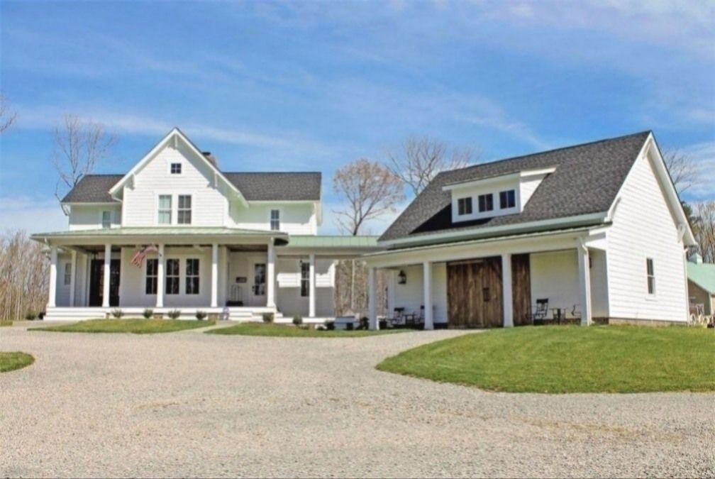 Quintessential American Farmhouse With Detached Garage And Breezeway Vv Architectural Designs In 2020 House Plans Farmhouse Farmhouse House Farmhouse Architecture