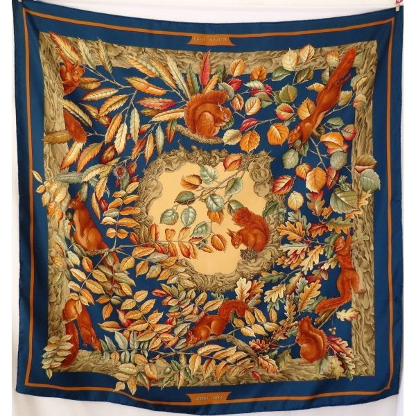 1984e9d1358 foulard de soie hermès carré hermès casse noisette nutcracker hermès scarf  Antoine de Jacquelot sciarpa seidetuch