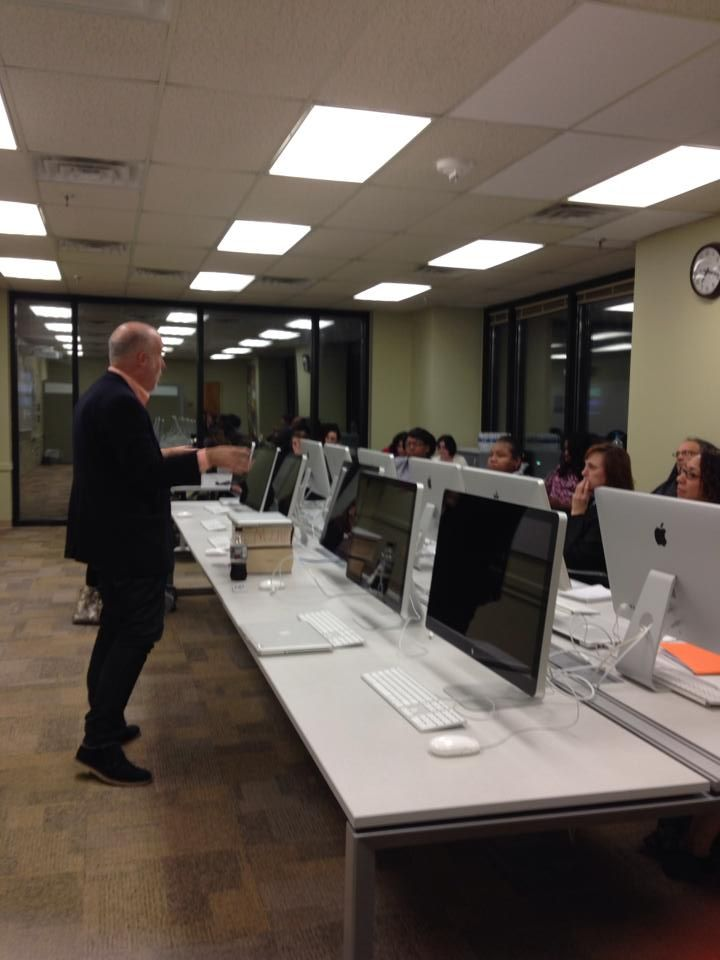 Professor Andrew Nelson led The Donnelley Center for Nonprofit Communications social media workshop last night. The clients left with great insights and tips to implement in their organizations!