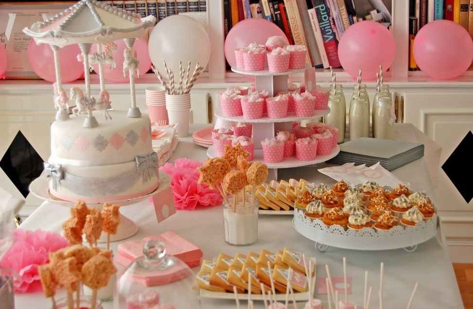 Table gourmande sur le th me f te foraine pour baby shower - Idee pour baby shower ...
