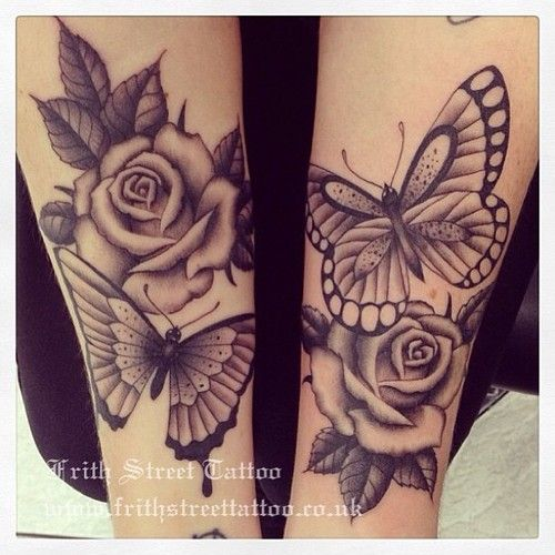 Tatuaje De Mariposas Rosas Tatuajes Y Piercings