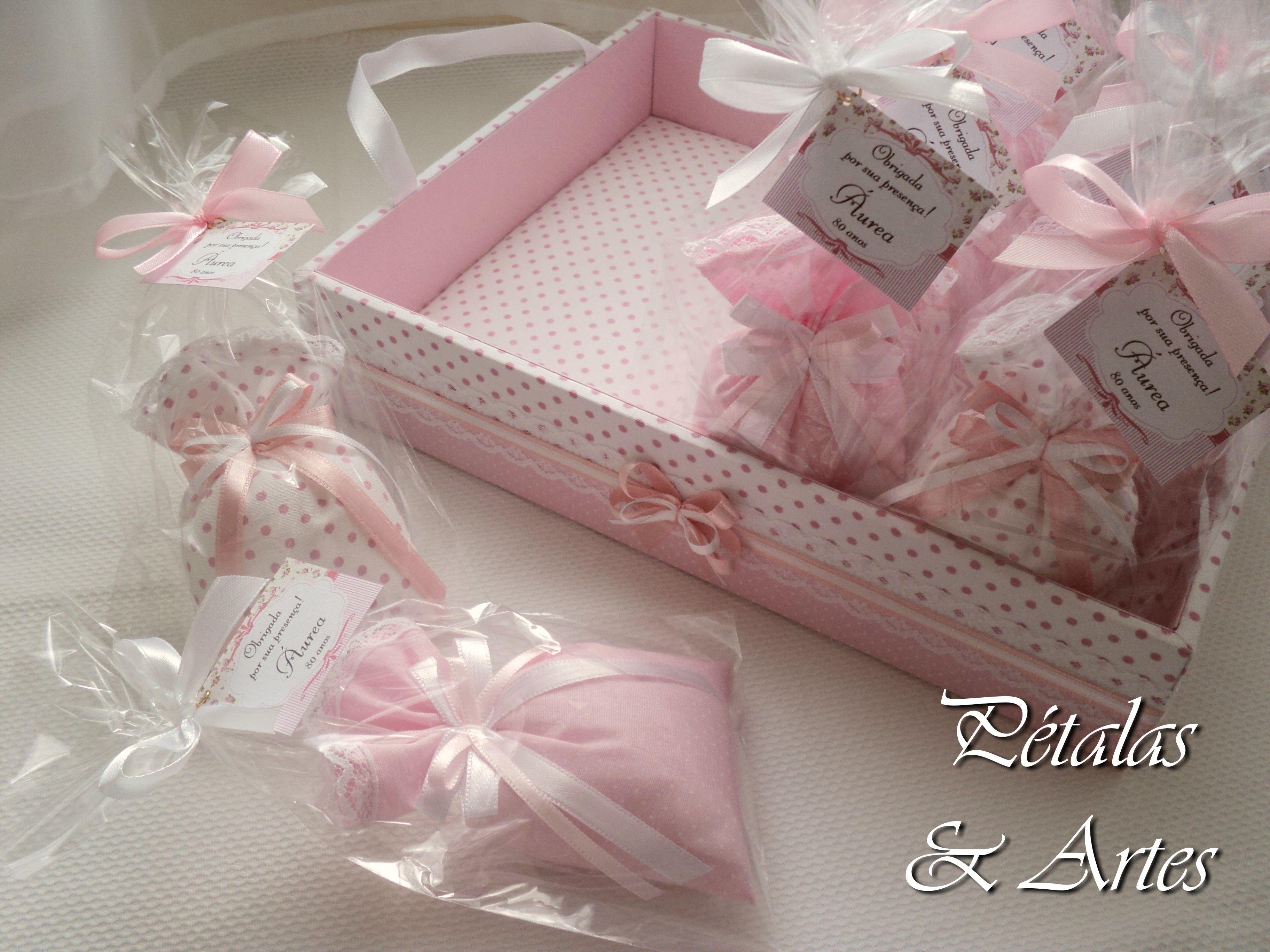 Sache Perfumado Sonho Rosa  Saches confeccionados com lembrancinha de aniversário.