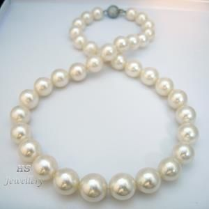 A winner has been selected and that winner is.... Rachel Faye Bell from Bristol, United Kingdom! Congratulations! Please message us with your address and we'll get the pearls out to you as soon as possible! Thanks for entering everyone and hold on tight for another giveaway soon! xoxo ~Fine Pearl Expo @ Your Doorstep~ http://stores.ebay.co.uk/HS-Jewellery-Watches