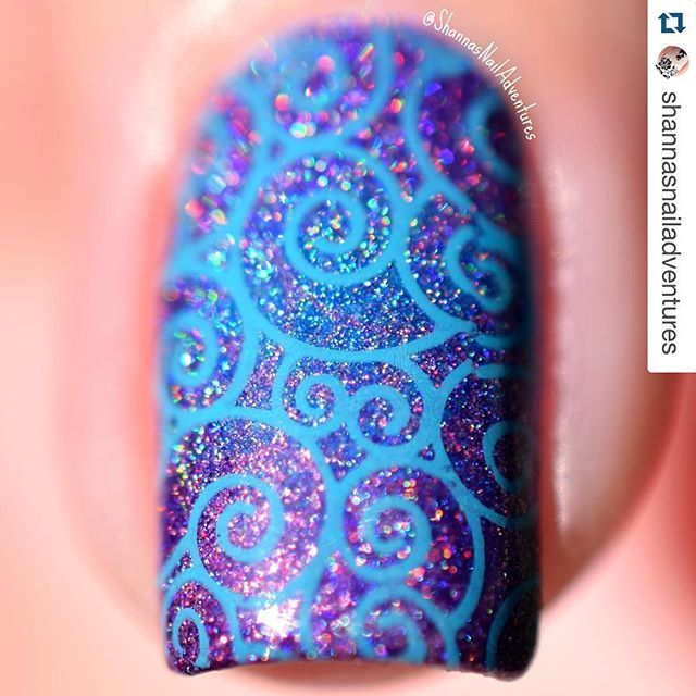 Another macro to love....especially since you can get all up in its holo goodness ...